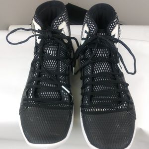 Under Armour HOVR mid basketball shoes